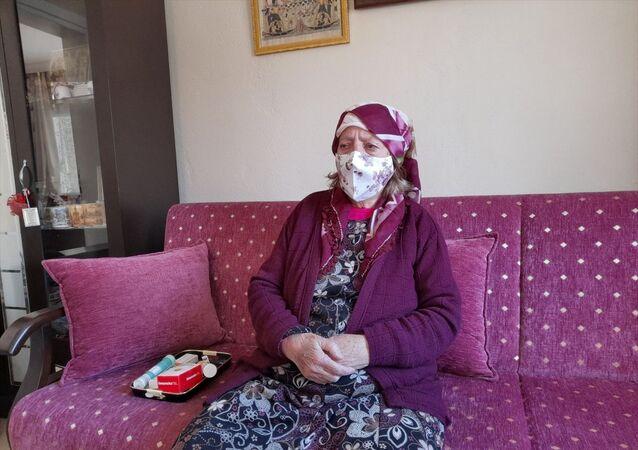 İzmir'de Kovid-19 tedavisi gören 90 yaşındaki kadın taburcu edildi