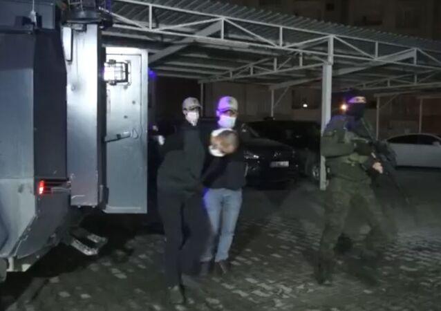 PKK üyesi olmak ve karıştığı eylemler nedeniyle 24 ayrı suçtan aranma kaydı bulunan M.S., İnterpol Daire Başkanlığı ekiplerince Irak'tan yakalanarak, Türkiye'ye getirildi.