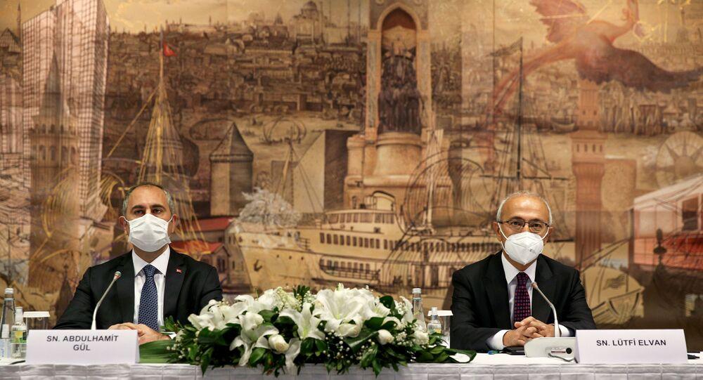 Hazine ve Maliye Bakanı Lütfi Elvan ile Adalet Bakanı Abdulhamit Gül reform görüşmeleri kapsamında ilk olarak Türk Sanayicileri ve İş insanları Derneği (TÜSİAD) yönetim kurulu ile bir araya geldi.
