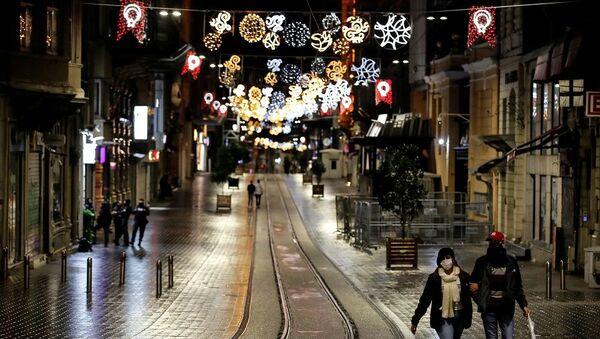 Koronavirüs, gece Taksim, gece İstiklal Caddesi, sokağa çıkma kısıtlaması - Sputnik Türkiye