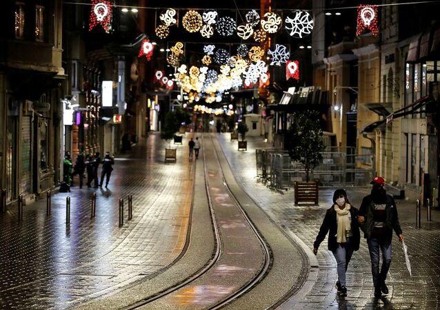 Koronavirüs, gece Taksim, gece İstiklal Caddesi, sokağa çıkma kısıtlaması