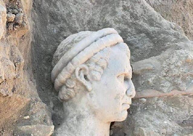 Laodikya'da 2 bin yıllık rahip başı heykeli bulundu