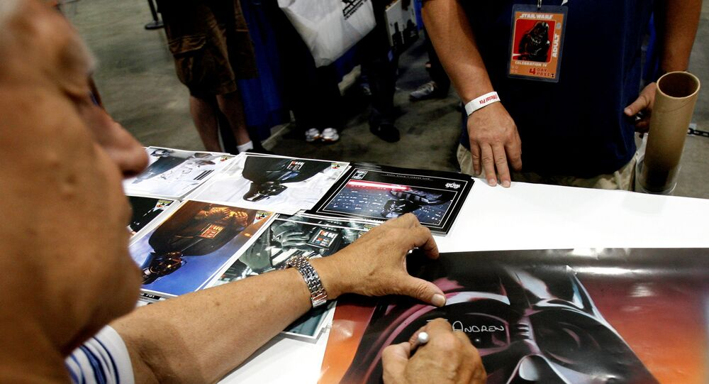 FILE PHOTO: Actor David Prowse, who portrayed Darth Vader, signs autographs during the opening day of Star Wars Celebration IV in Los Angeles May 24, 2007. REUTERS/Mario Anzuoni/File Photo