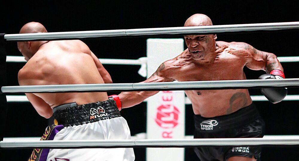 Mike Tyson- Roy Jones  maçı