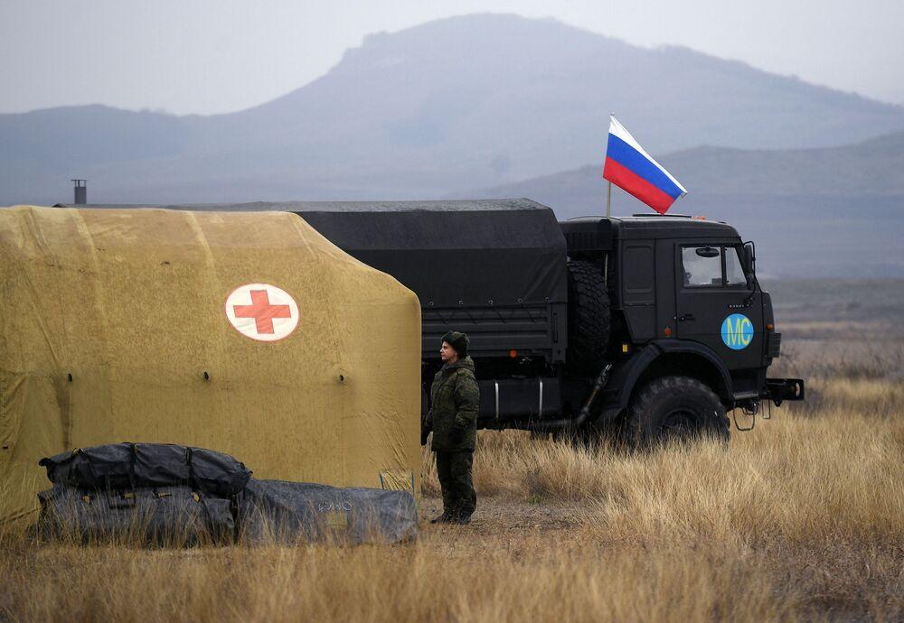 Rus tıbbi birlikleri Stepanakert'teki havalimanına konuşlandırıldı