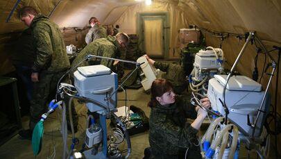 """Gazetecilere konuşan Rus tıbbi birimin yöneticisi Yaroslav İvanov, """"Öncelikle Rus barış güçlerine tıbbi destek vermeye odaklanmış durumdayız. Sivil halka da yardım etmeye hazırız"""" dedi."""