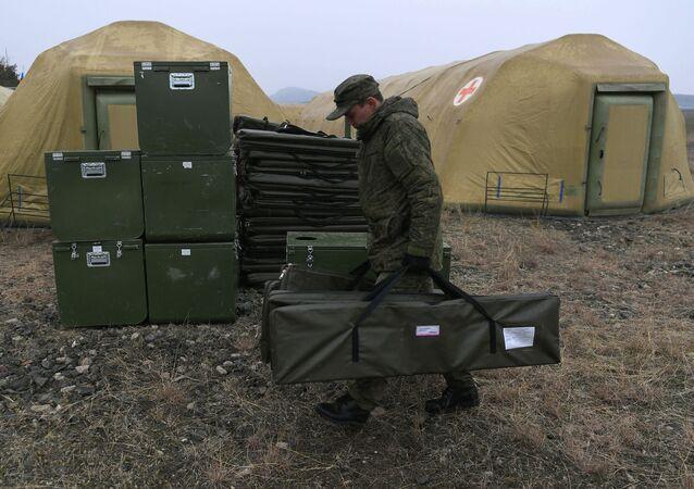 Rusya Savunma Bakanlığı, Dağlık Karabağ'daki Stepanakert şehri çevresinde  bir sahra hastanesi kurdu