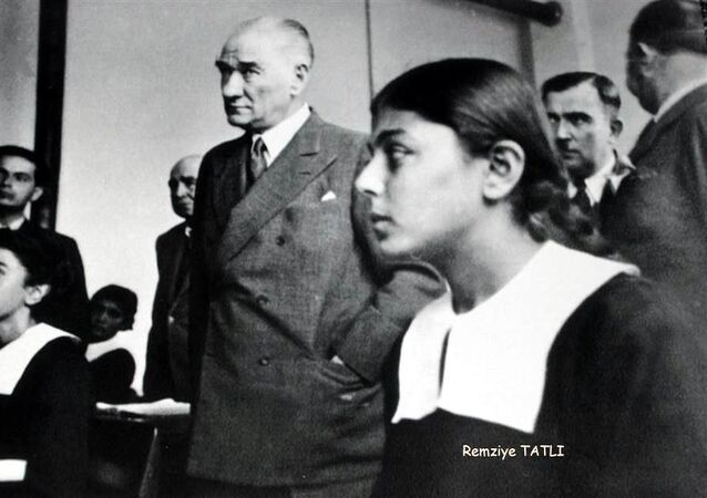 Mustafa Kemal Atatürk, RemziyeTatlı, 1937, Adana ziyareti