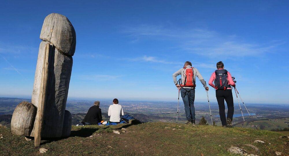 Almanya'nın güneydoğusunda Bavyera eyaletindeki Grünten dağında bulunan 2 metre uzunluğundaki heykel