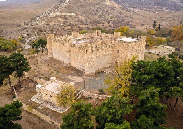 Karabağ Hanlığı döneminde 1752 yılında inşa edilen tarihi Şahbulak Kalesi'nin görünümü