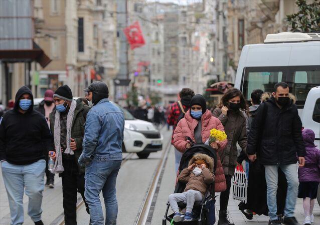 İstiklal Caddesi - İstanbul - maske