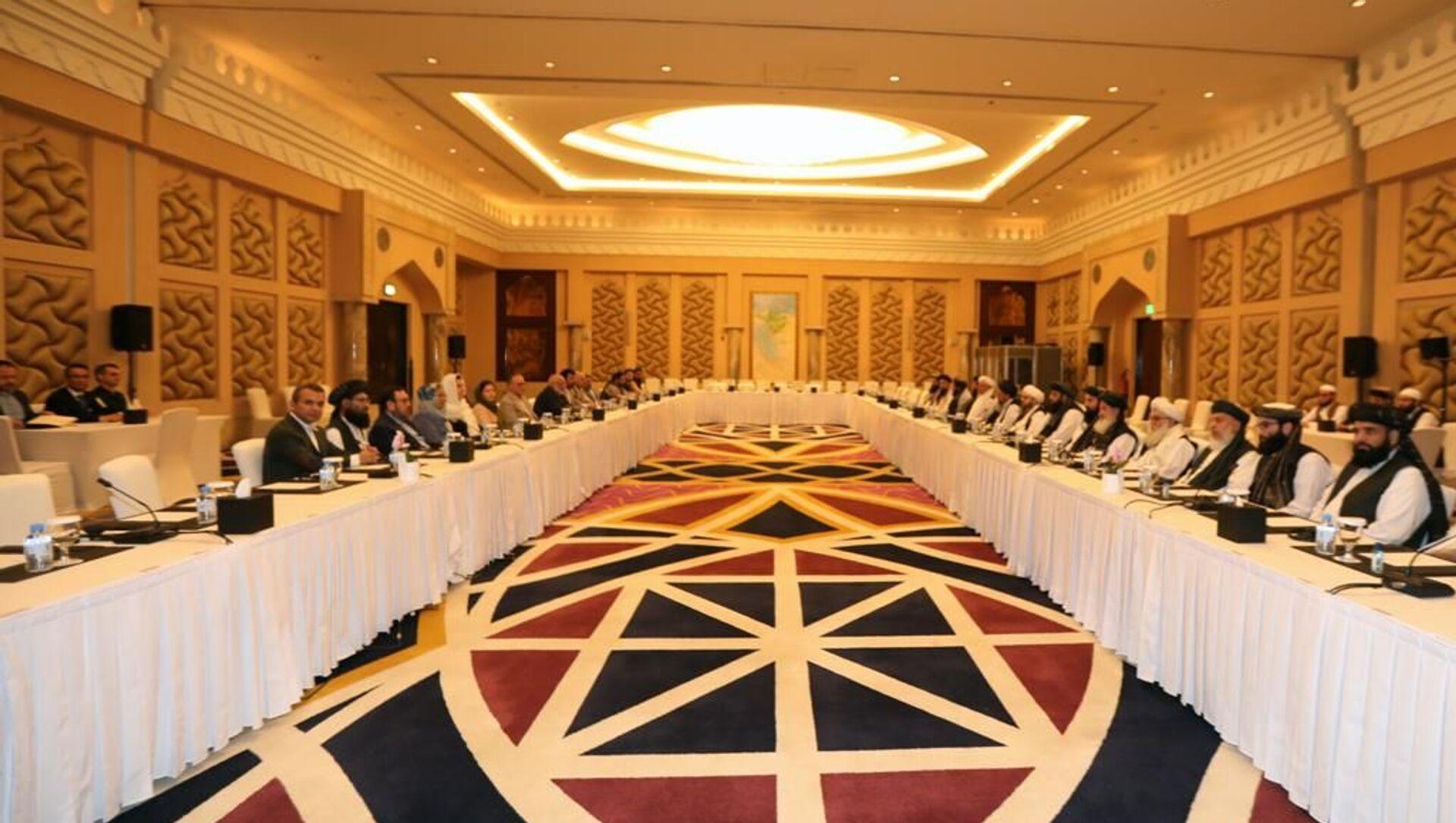 Afganistan hükümeti ve Taliban temsilcilerinin, Katar'da yürüttükleri Afganlar arası barış müzakereleri - Sputnik Türkiye, 1920, 21.04.2021