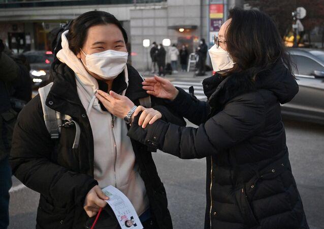 Güney Kore – Sınav – koronavirüs – öğrenci – maske