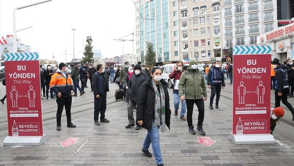 İstiklal Caddesi, Taksim, maske - Sputnik Türkiye