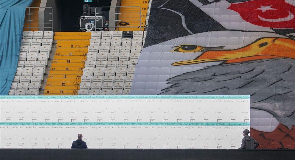 Beşiktaş Kulübü, Vodafone Park'a kurduğu led ekranlarda taraftarlarının görüntüsünü maç esnasında yayınlayacak.