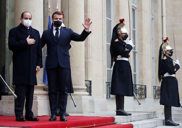Macron, Paris'te Mısır Cumhurbaşkanı Abdulfettah es-Sisi ile görüştü