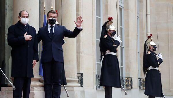 Macron, Paris'te Mısır Cumhurbaşkanı Abdulfettah es-Sisi ile görüştü - Sputnik Türkiye