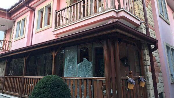 Ayhan Sefer Üstün'ün Sakarya'daki evine silahlı saldırı  - Sputnik Türkiye