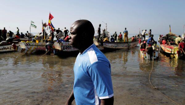 Senegal limanı Joal'da balıkçılıkla geçinen İbrahima Kane (38), 2006'daki girişiminin başarısızlığa uğramasına rağmen, 2021'de yeniden İspanya'nın Kanarya Adalarına ulaşmaya çalışacağını söyledi.  - Sputnik Türkiye