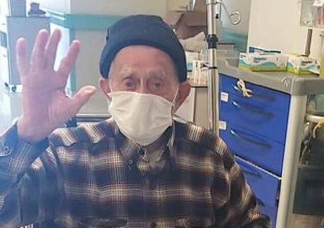 Isparta'da 96 yaşındaki Hüseyin Temur koronavirüsü yendi