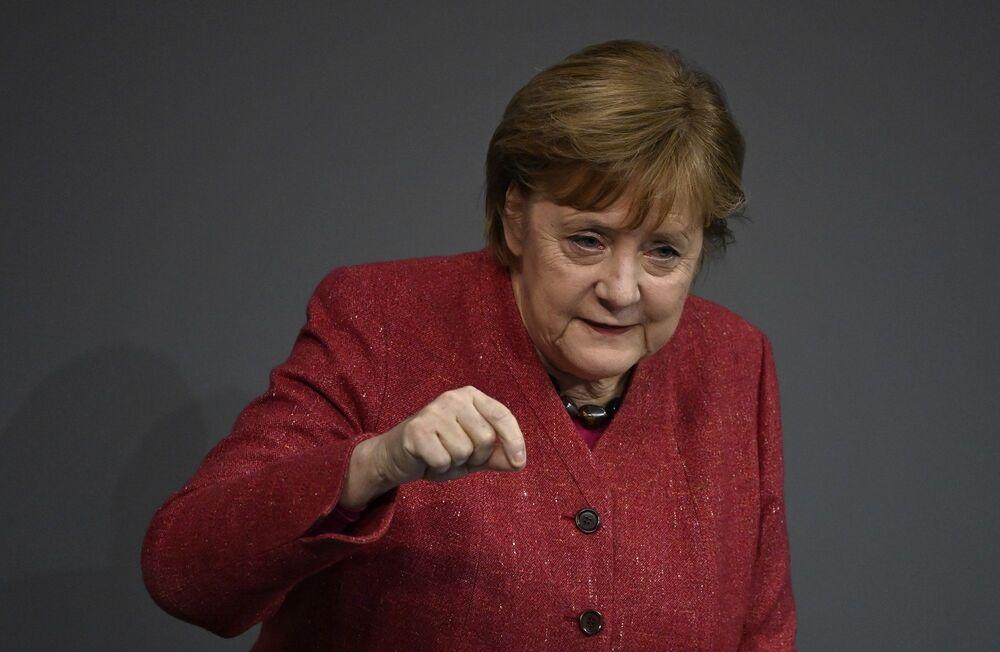 Forbes'in bu yıl 17. kez yayınladığı 'Dünya'nın En Güçlü 100 Kadını' listesi açıklandı. Listenin zirvesinde yine 10 kez üst üste Almanya Başbakanı Angela Merkel olurken, toplamda, 15 kez listede yer aldı.