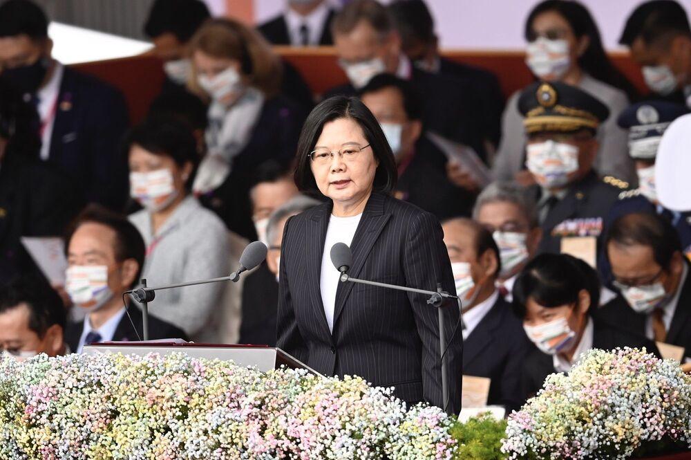 Tayvan'ın ilk kadın Devlet Başkanı Tsai Ing-wen 37. sırada yer aldı. Tsai Ing-wen, 2016'da seçimleri ilk kez kazandığında Tayvan'ın ilk bekar devlet başkanı olarak da tarihe geçmişti.
