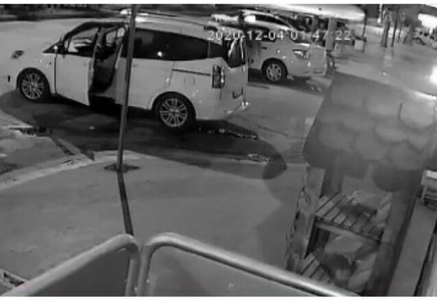 Eve götürmeyen taksicinin aracını çaldı