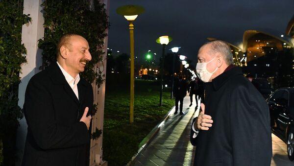Cumhurbaşkanı Erdoğan, Azerbaycan Cumhurbaşkanı Aliyev ile akşam yemeğinde bir araya geldi. - Sputnik Türkiye