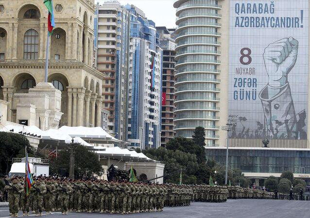 Bakü'nün Azadlık Meydanı'nda Zafer Geçidi töreni düzenlendi.