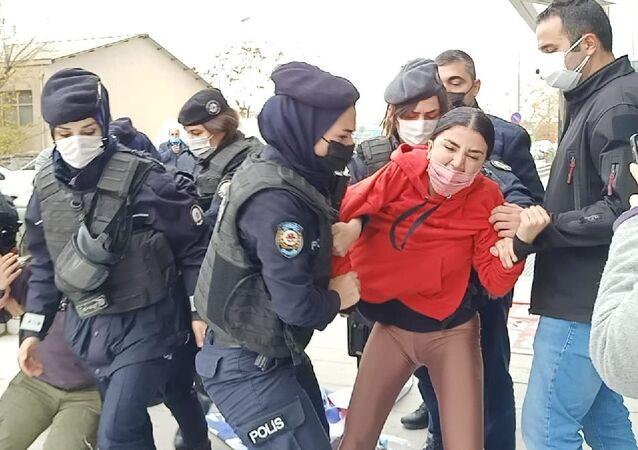 Maaşını alamayan Atlas Global işçileri polis saldırısıyla gözaltına alındı