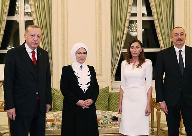 Cumhurbaşkanı Erdoğan, Bakü'de resmi aile yemeğine katıldı