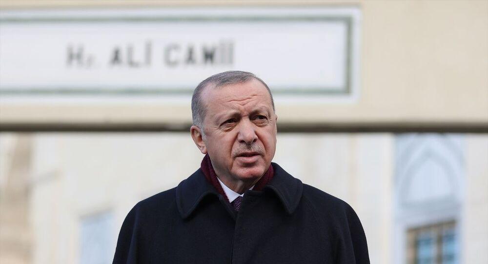 Türkiye Cumhurbaşkanı Recep Tayyip Erdoğan, cuma namazını Hz. Ali Camisi'nde kıldı. Cumhurbaşkanı Erdoğan, namaz sonrası gazetecilerin sorularını cevapladı.