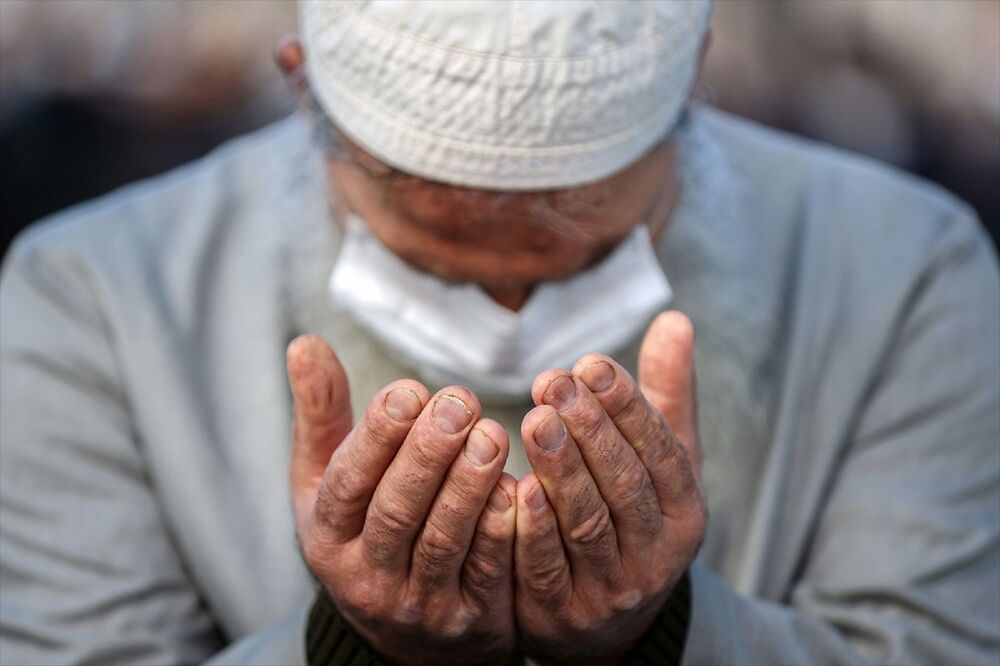 Son dönemde ülke genelinde yaşanan kuraklık nedeniyle Türkiye genelinde cuma namazında yağmur duası yapıldı.