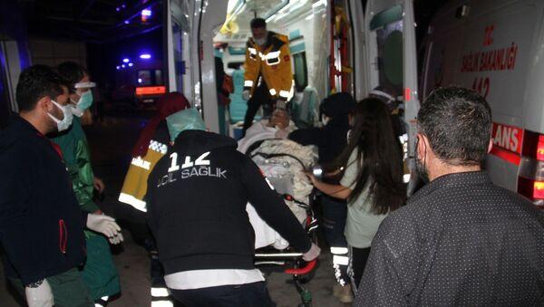 Konya'nın Beyşehir ilçesinde, bir apartmanda meydana gelen patlamada dairenin oturma odasında bulunan 3 genç yaralandı. - Sputnik Türkiye