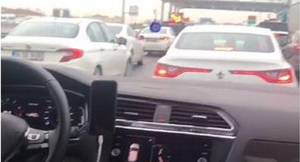 Oyuncu Melek Baykal'dan kısıtlama olan günde oluşan trafiğe tepki