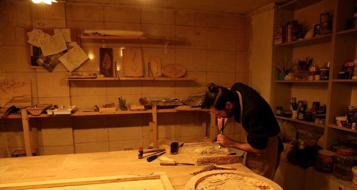 Diyarbakır'da, Nazlı ve Erdal Çiçek çifti açtıkları Sanat Atölyesi'nde heykel, resim ve ahşap oymacılığı gibi eserler üretiliyor.