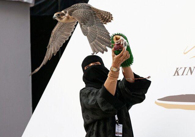 'Doğanını uçuran ilk kadın' ödülünü alan Azari el Halidi