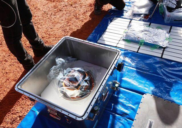 Japonya Havacılık ve Uzay Araştırma Kurumu'nun (JAXA) Dünya'dan yaklaşık 300 milyon kilometre uzaklıktaki asteroit Ryugu'ya gönderdiği uzay aracı Hayabusa 2'nin topladığı yüzey altı örneklerinin bulunduğu kapsül, Avustralya'da çöle düştü.