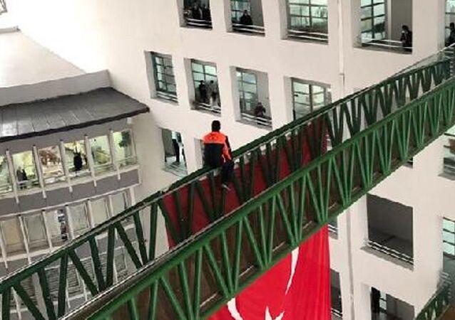 AK PartiliMalatya Büyükşehir Belediyesi'nde çalışan işçi intihar girişiminde bulundu.