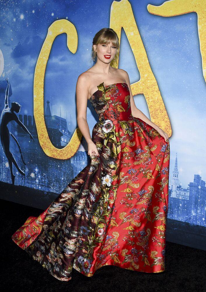 4. ABD'li şarkıcı ve oyuncu  Taylor Swift (63,3 milyon dolar)