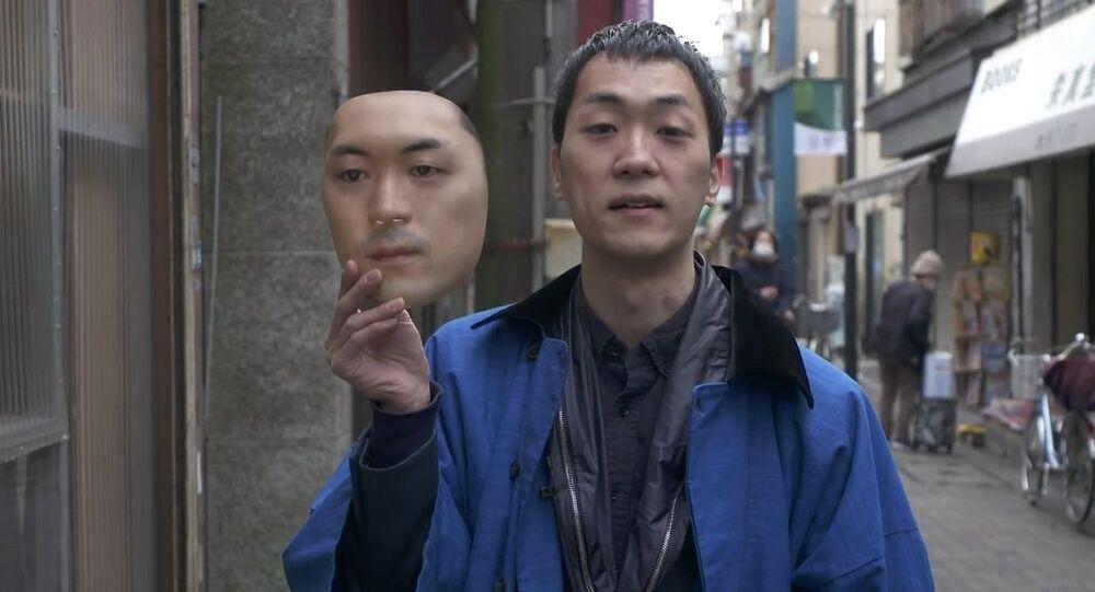 Japonya'da bir dükkan gerçek yüzleri maskeye dönüştürüyor