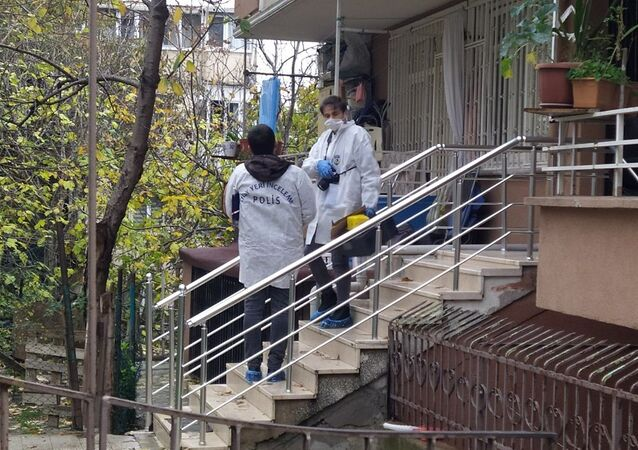 Fatih'te iki kişi bir kadını spreyle bayıltıp, evdeki altınları çaldılar