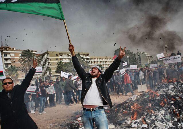 Libya, Arap Baharı'nın belki de en şiddetli yaşandığı ülkedir. Şiddetli protestolar, silahlı çatışmalar ve şehirlerin işgaline kadar varan süreç daha sonra gerçek anlamda bir iç savaşa dönüşmüştür. Ulusal Geçiş Konseyi kurulmuş ve yüzden fazla ülke tarafından tanınmıştır