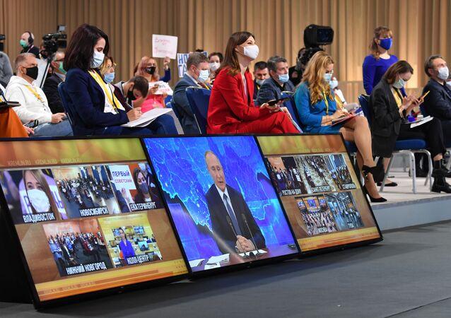 Rusya lideri Vladimir Putin, yıl sonu basın toplantısını düzenliyor.
