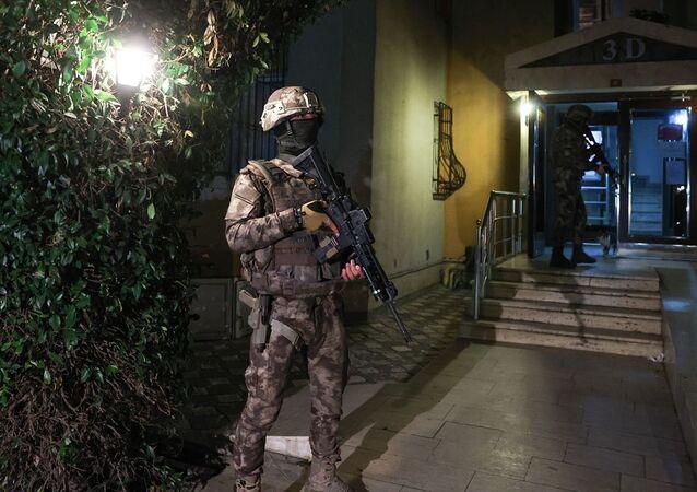 İstanbul merkezli 5 ilde, DHKP-C'ye yönelik düzenlenen operasyonda, çok sayıda şüpheli gözaltına alındı.