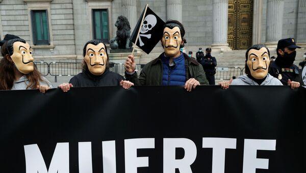 Parlamento önünde ötanazi yasa tasarısını protesto edenler, Madrid, İspanya - Sputnik Türkiye
