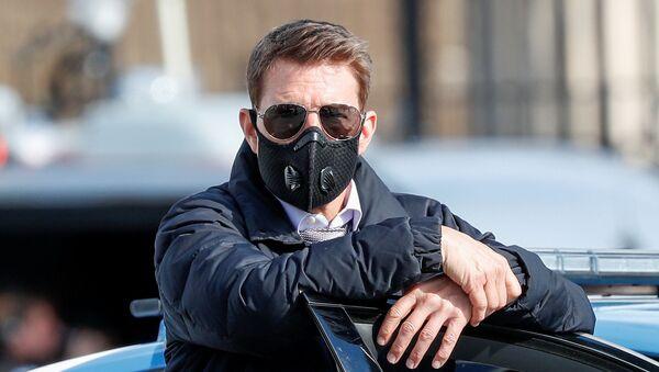 Koronavirüs pandemisi nedeniyle maske takan Tom Cruise, Mission Impossible (Görevimiz Tehlike) serisinin 7. filminin İtalya başkenti Roma'daki çekimlerinde - Sputnik Türkiye