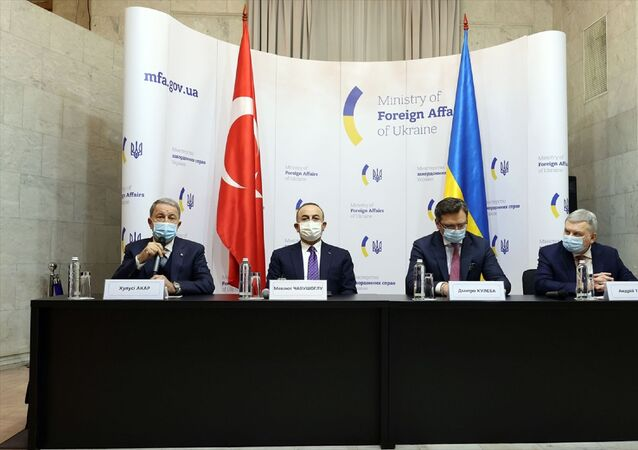 Dışişleri Bakanı Mevlüt Çavuşoğlu, Milli Savunma Bakanı Hulusi Akar, Ukrayna Dışişleri Bakanı Dmitro Kuleba ve Ukrayna Savunma Bakanı Andriy Taran'ın katılımıyla, Ukrayna Dışişleri Bakanlığında 2+2 formatında toplantı düzenlendi.