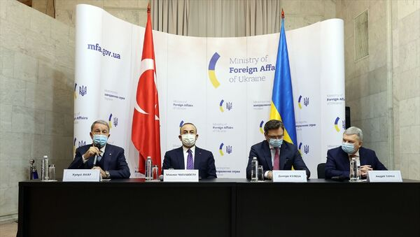 Dışişleri Bakanı Mevlüt Çavuşoğlu, Milli Savunma Bakanı Hulusi Akar, Ukrayna Dışişleri Bakanı Dmitro Kuleba ve Ukrayna Savunma Bakanı Andriy Taran'ın katılımıyla, Ukrayna Dışişleri Bakanlığında 2+2 formatında toplantı düzenlendi. - Sputnik Türkiye