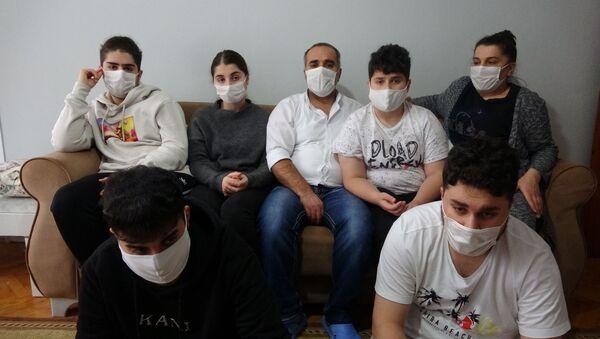Almanya'nın Hessen eyaletindeki Sontra kasabasında yaşayan 7 kişilik Akyüz ailesi, gece evlerinin kapısı kırılıp polis tarafından gözaltına alındı - Sputnik Türkiye